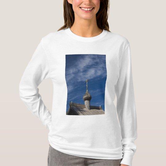 Ttraditional wooden Russian Orthodox church T-Shirt