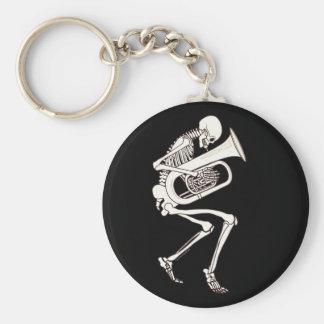 Tuba que juega el esqueleto llavero redondo tipo pin