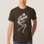 Tuba que juega el esqueleto playera