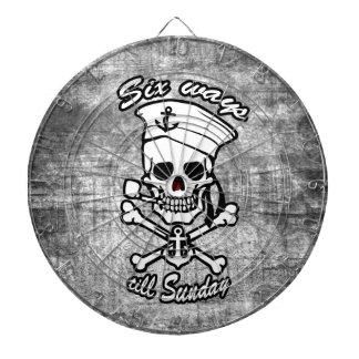 Tubo que fuma del cráneo del marinero del dibujo a tablero de dardos