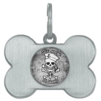 Tubo que fuma del cráneo del marinero del dibujo a placa de nombre de mascota