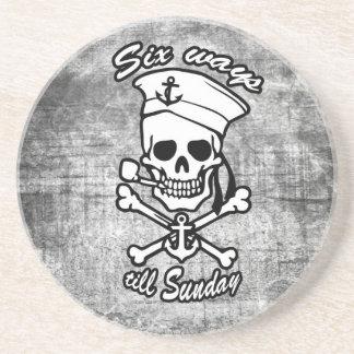Tubo que fuma del cráneo del marinero del dibujo a posavaso para bebida