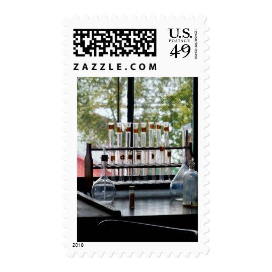 Tubos de ensayo por la ventana timbre postal