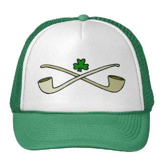 Tubos y el gorra verde de St Patrick del trébol