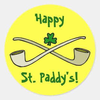 Tubos y el pegatina de St Patrick del trébol