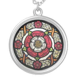 Tudor roses necklace