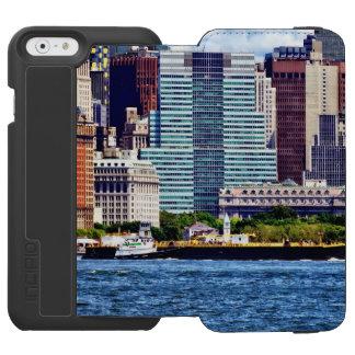Tugboat Pushing Barge Near Manhattan Skyline Incipio Watson™ iPhone 6 Wallet Case