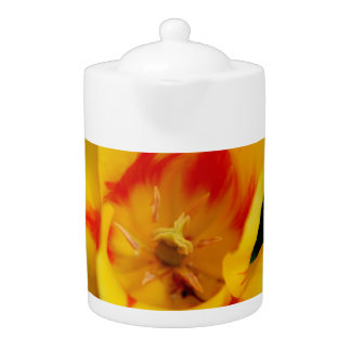 tulip macro teapot