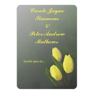 Tulipán amarillo personalizado casando la invitación 12,7 x 17,8 cm