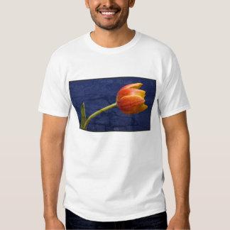 Tulipán anaranjado texturizado playera