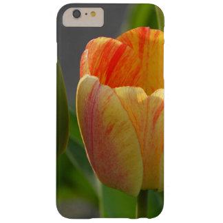 Tulipán anaranjado y amarillo funda de iPhone 6 plus barely there
