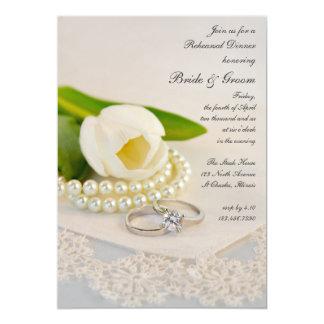 Tulipán blanco, anillos de las perlas casando la invitación 12,7 x 17,8 cm