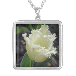 Tulipán desgastado blanco elegante colgante cuadrado