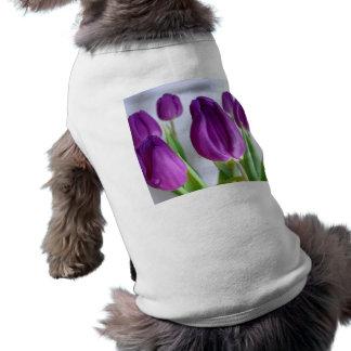 Tulipán púrpura playera sin mangas para perro