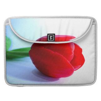 Tulipán rojo fundas para macbooks