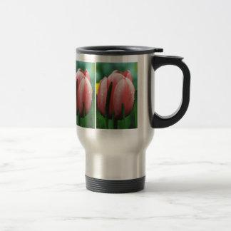 Tulipán rosado con descensos del agua taza de viaje de acero inoxidable