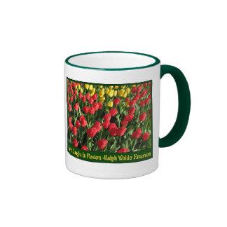 Tulipanes amarillos y anaranjados tazas de café