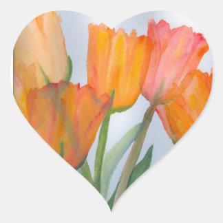 Tulipanes anaranjados de la fruta cítrica pegatina en forma de corazón
