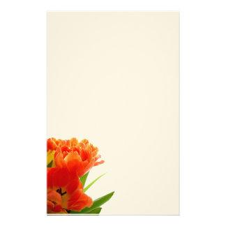 Tulipanes anaranjados inmóviles  papeleria