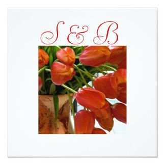 Tulipanes anaranjados que casan la invitación invitación 13,3 cm x 13,3cm