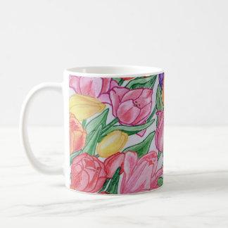 Tulipanes coloridos que dibujan la obra clásica taza de café