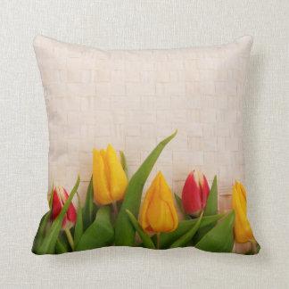 Tulipanes de la primavera almohada