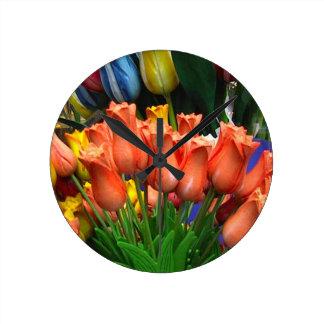 Tulipanes de madera de Amsterdam Reloj Redondo Mediano