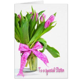 Tulipanes del cumpleaños para la hermana tarjeta de felicitación