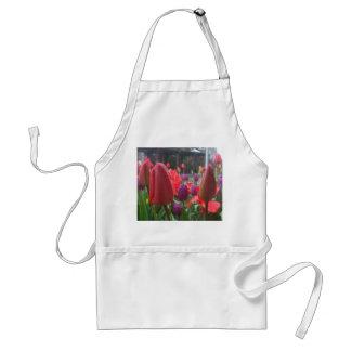 Tulipanes del día lluvioso delantal