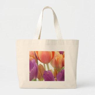 Tulipanes del rosa y de la lavanda bolsas