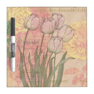 Tulipanes del vintage en fondo floral pizarras blancas