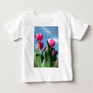 Tulipanes elevados playera