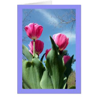 Tulipanes elevados tarjeta de felicitación