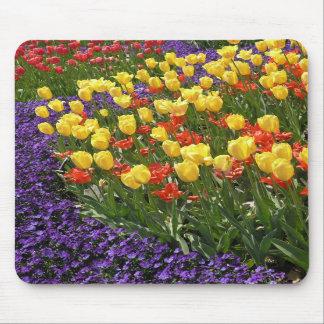 Tulipanes en a todo color alfombrilla de raton