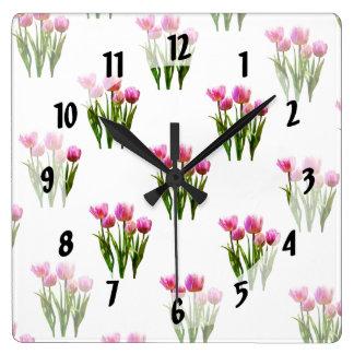 Tulipanes en colores pastel rosados reloj cuadrado
