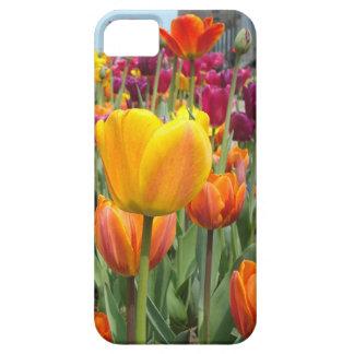 Tulipanes en el caso del iPhone de la brisa