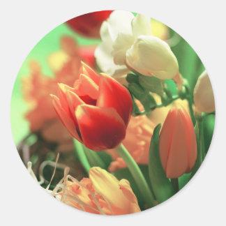 Tulipanes felices de Pascua Pegatina Redonda
