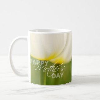 Tulipanes felices del día de madre taza clásica