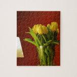 Tulipanes, lámpara y sitio rojo rompecabezas