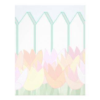 Tulipanes por la valla de estacas membrete