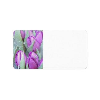 Tulipanes púrpuras etiquetas de dirección