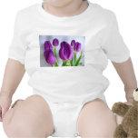 Tulipanes púrpuras trajes de bebé