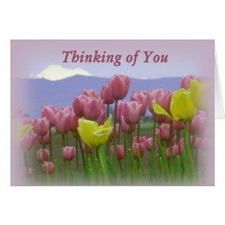Tulipanes que saludan el pensamiento en usted tarjetón