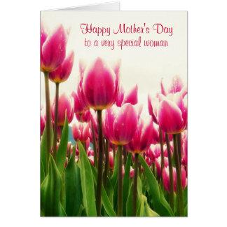 Tulipanes rosados brillantes felices del día de tarjeta de felicitación