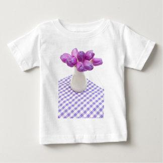 Tulipanes violetas playera