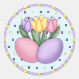 Tulipanes y pegatinas de los huevos pegatina redonda