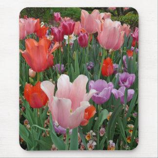 Tulipanes y pensamientos 2 alfombrilla de raton