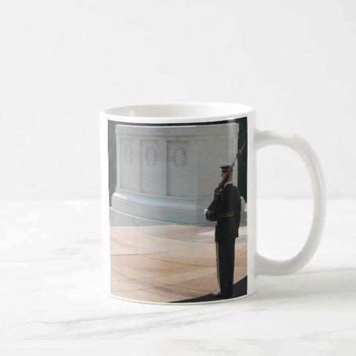 Tumba de los desconocido taza de café