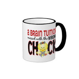 Tumor cerebral ensuciado con el polluelo incorrect tazas