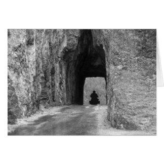 Túnel de la carretera de las agujas tarjeta de felicitación